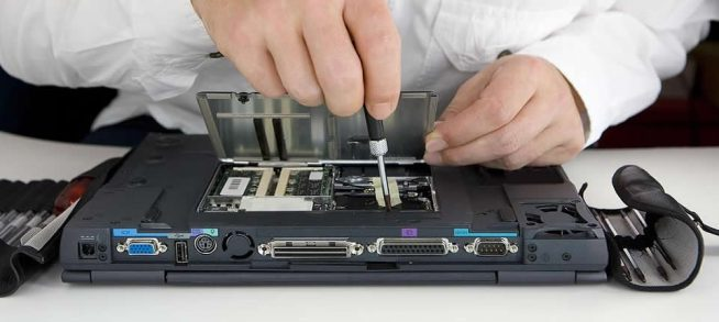 Когда необходим ремонт мониторов у ноутбуков?